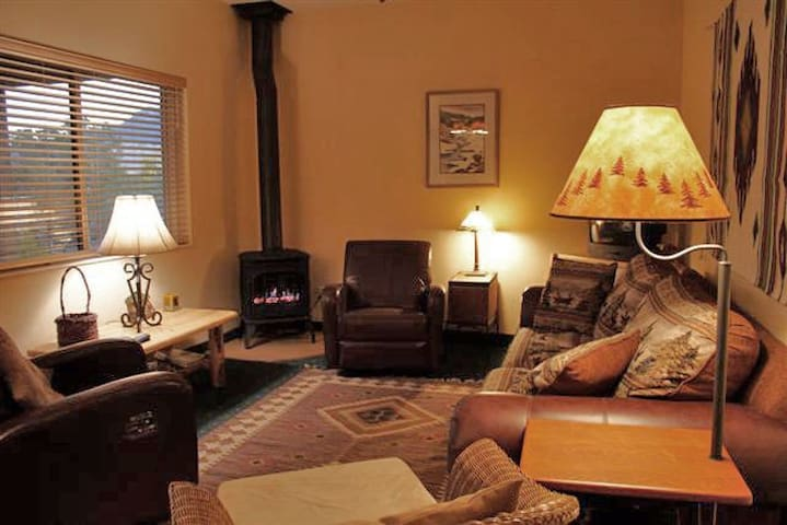 Exceptional Comfort/Privacy on Yellowstone River - Gardiner - Condominium