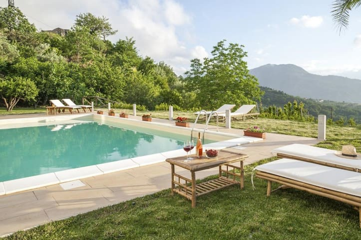 Villa with private Heated Hydro-massage Pool!