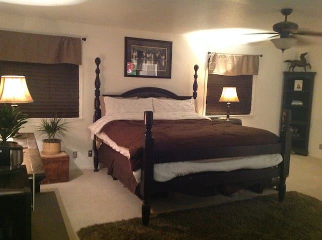 Quiet Country Setting, 2nd optional room avail