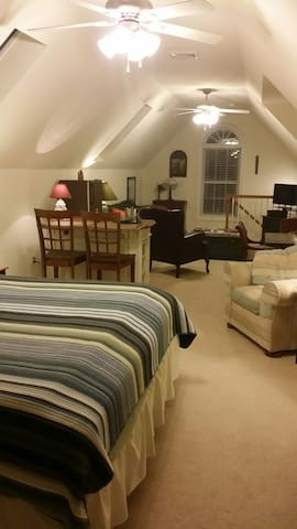 Private Loft, Full Bath, TV, WIFI, Breakfast - Lewes - Casa