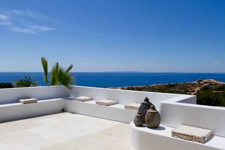 6 Bedroom Luxury Villa in CapMartinet near Destino - Puig Manyà