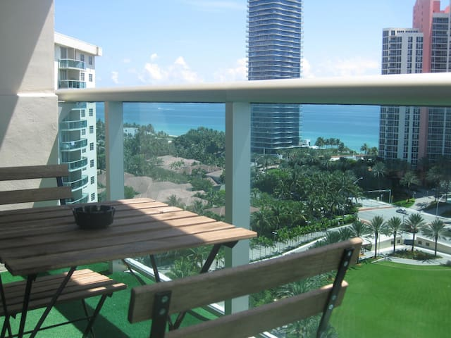 Beautiful furnished condo with amazing ocean view! - Sunny Isles Beach