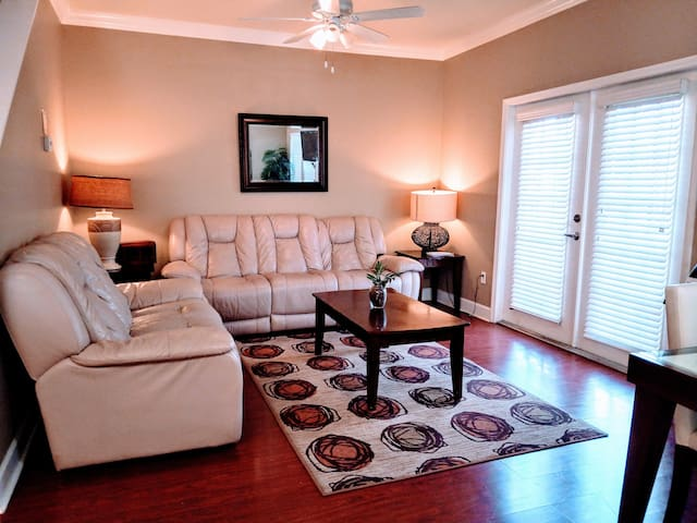 2 twin bed in a Cozy Town Home Lucaya (#3)