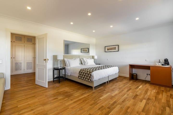 Deluxe Suite at Estoril Luxury Suites & Spa