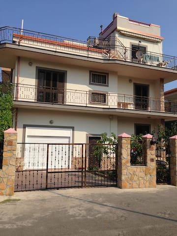 Ferienwohnung direkt am Meer - Tronca - Apartamento