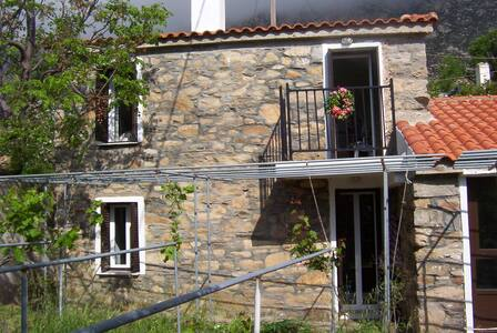 Ikarus House - Traditional stone built maisonette - Agios Panteleimon - 独立屋