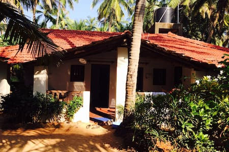 Budget Room in beach hut at Agonda - Canacona