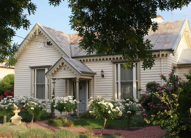 Charlotte's Cottage B&B - Echuca