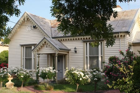 Charlotte's Cottage B&B - Echuca - Bed & Breakfast