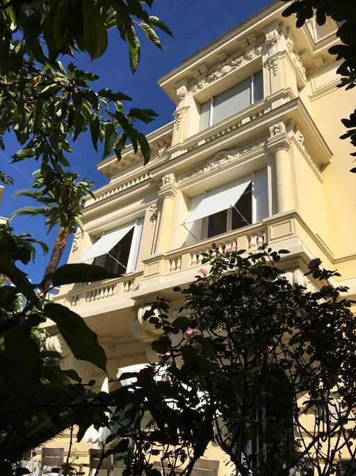 Chambre romantique avec jardin belle epoque villa for Jardin villa ratti nice