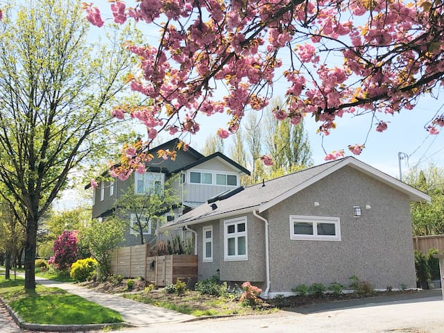 Cozy Laneway House near Main Street/Mount Pleasant