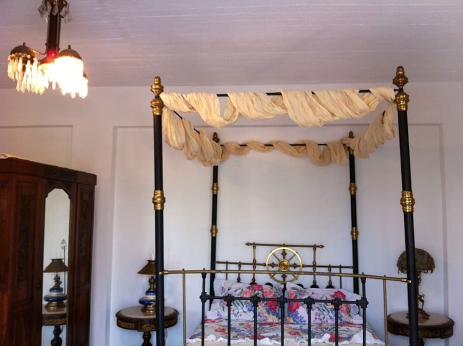 Four poster king size canopy bed