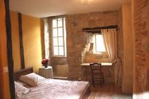 Chambre jaune lit en 160