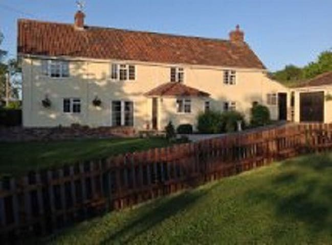 Beautiful Country Farmhouse - Edington - Bed & Breakfast