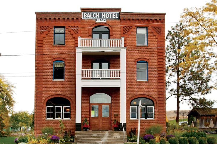 Historic Balch Hotel-Traditional Room Shared Bath