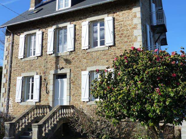 Maison familiale bretonne : vue imprenable sur mer - Carantec - Hus