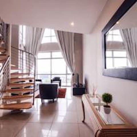 Penthouse 1 Bedroom Suite - Hydro Park