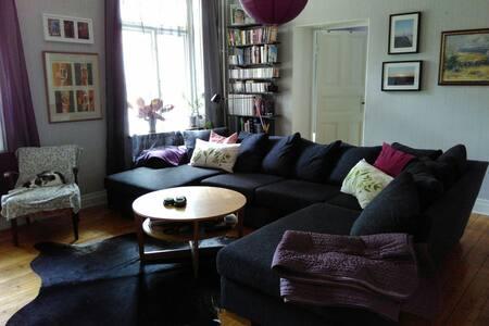 Room in lovely appartment - Kalmar - Leilighet