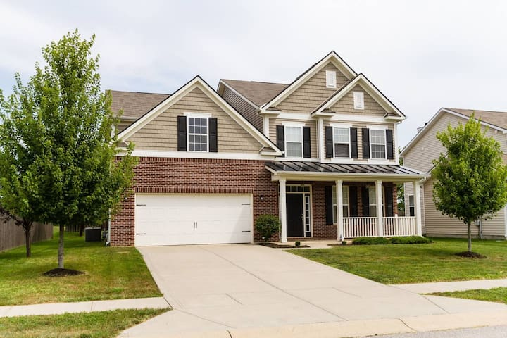 Indy 500- 3200 square foot home sleeps 10
