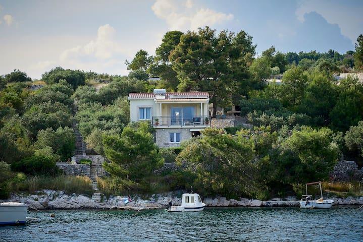 Beach House Blue lagoon