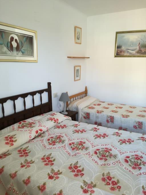 La chambre, un lit matrimonial de 140 & un lit simple de 90