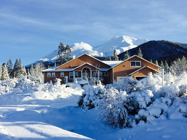 Private Guest Suite with Gorgeous Views! - Mount Shasta - House