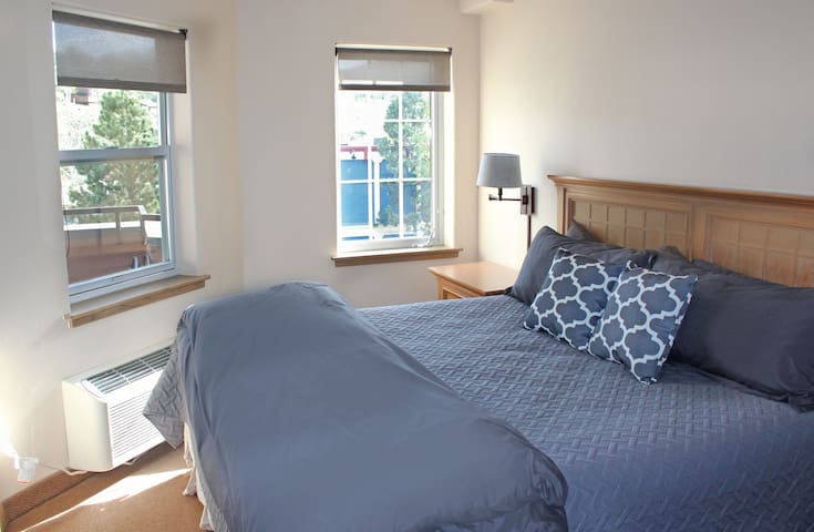 Master Bedroom: King bed, Cable TV,  Closet, Private bath, Mountain views.