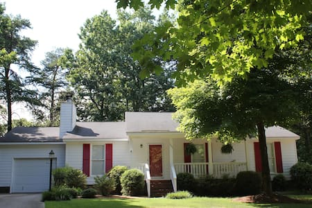 Lovely home in quiet neighborhood near downtown