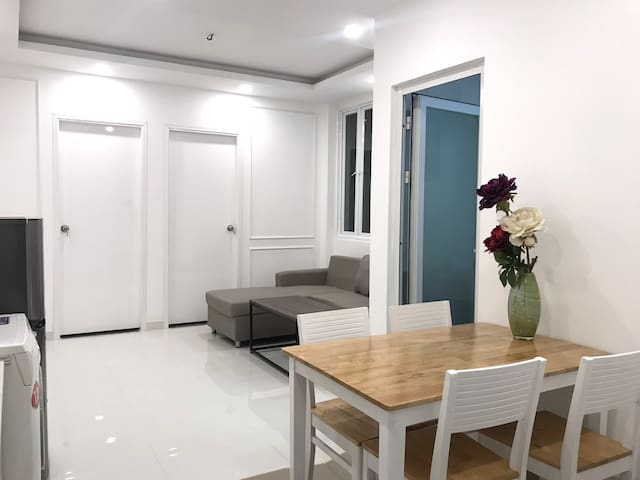 New 2BR Serviced Apartment near district 1 Smiley8