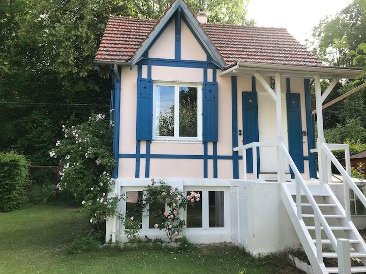 Petite maison de charme en bord de Seine