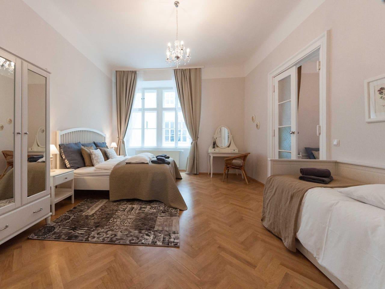 Master bedroom king size bed (180x200cm), dresser