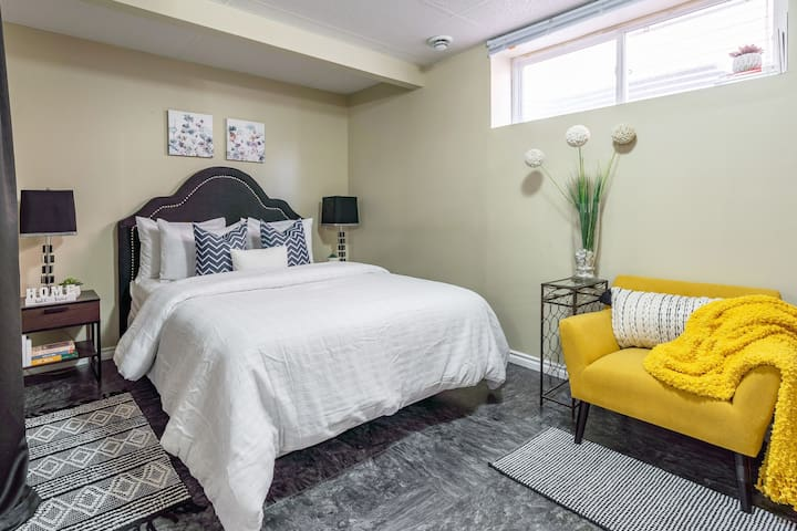 Clean Spacious Suite- Mins to Spruce Meadows