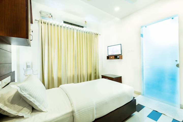 Air conditioned single room at Edappally