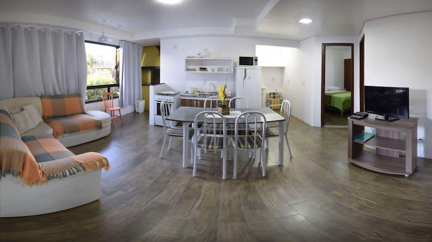 Flat Família 2q/2wc em Condomínio: Ar e Piscina