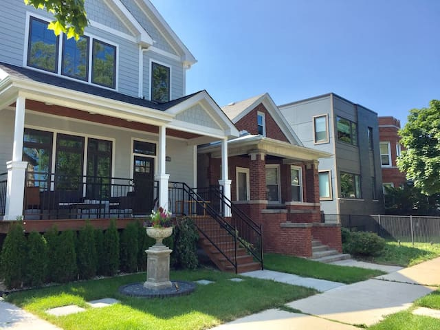 House 5BED/3BATH/1PARKING close to Downtown & Lake