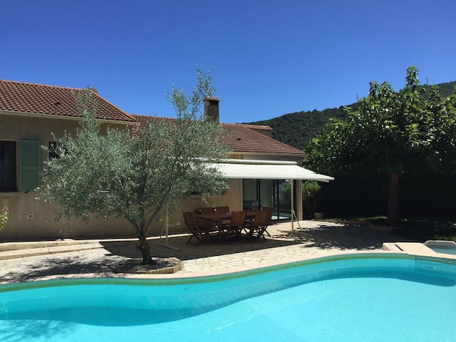 Villa of 140 m² with pool