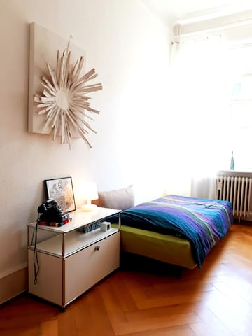 Dein Zimmer mit bequemem Bett (90 x 195 cm) - Your private room with comfortable bed