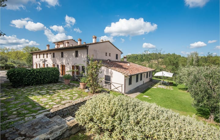 Beautiful apartment in Castelfiorentino (FI) with WiFi, 1 Bedrooms and Outdoor swimming pool