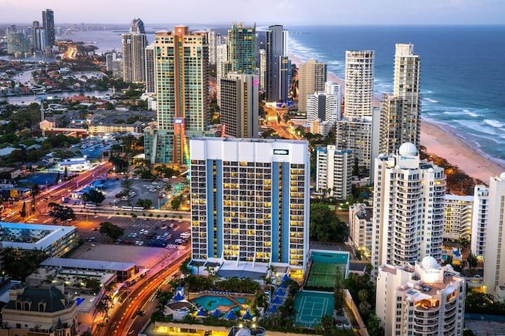 studio in 4 star hotel at Surfers Paradise (L9)