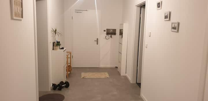 Frankfurt-Bright room near FFM airport&city centre