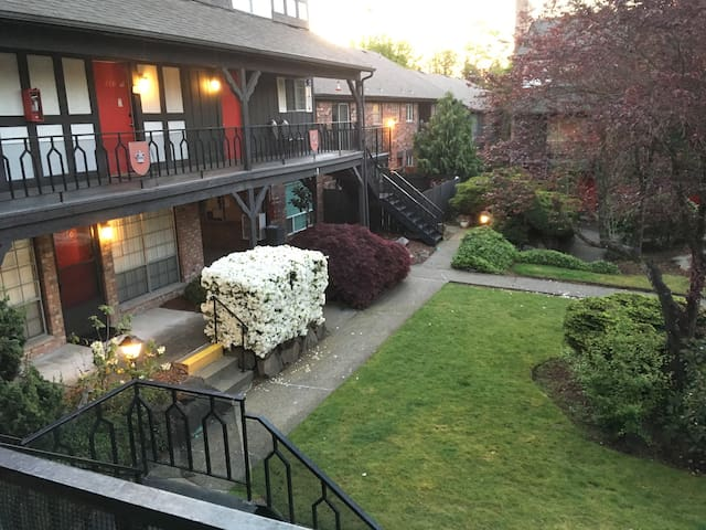Wedgewood Manor townhouse near Seatac airport