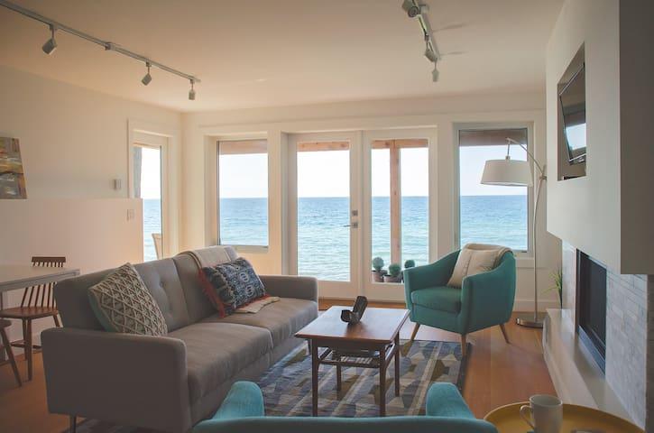 Shoreline Suite; a perfect waterfront getaway