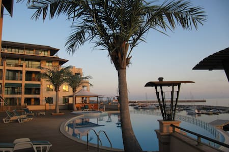 Sea view apartment on the first line in Balchik - Balchik - Serviceret lejlighed