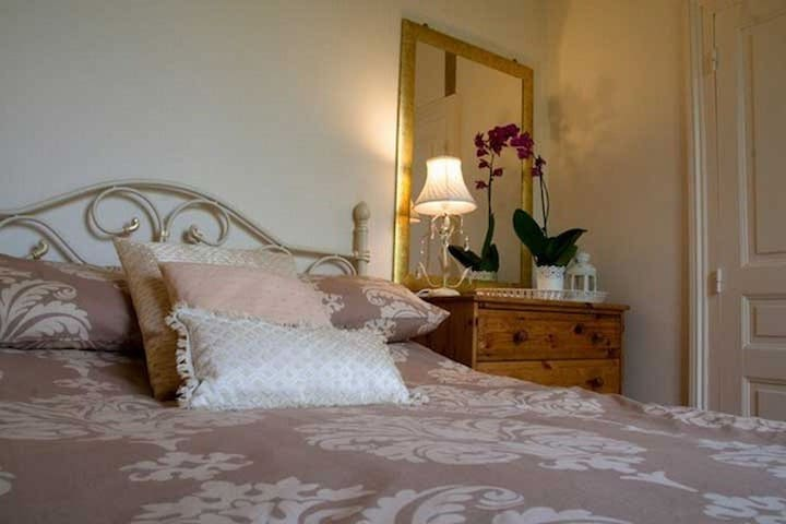 Charmante maison de campagne - Dornes - Bed & Breakfast
