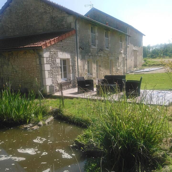 Maison 10 personnes proche Chinon avec piscine