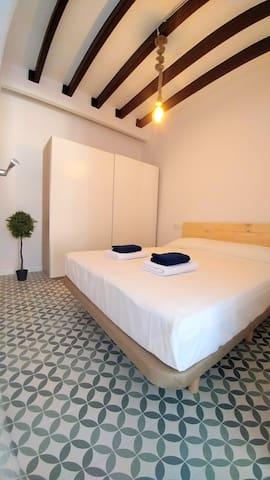 Big bedroom - 150cm x 200cm bed