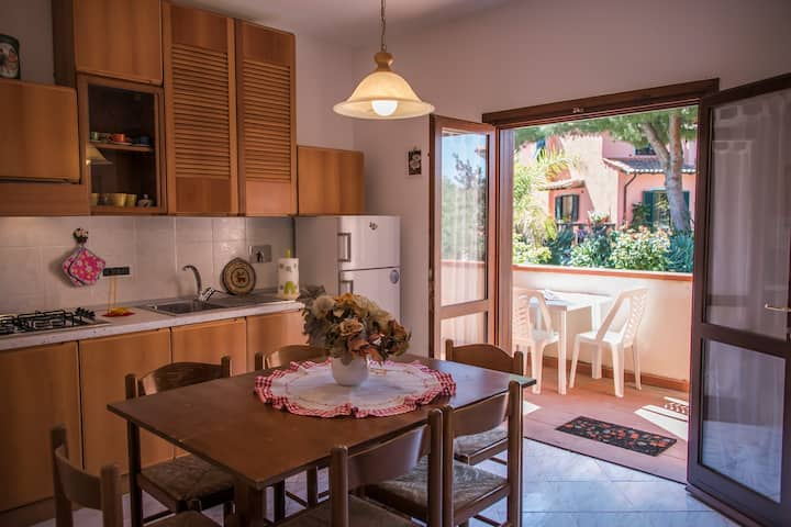 Large apartment with AC, BBQ, 700mt from the beach