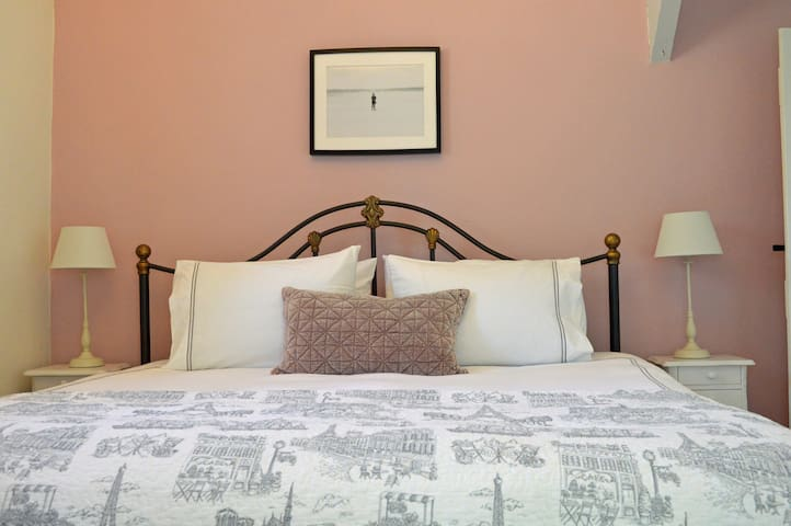 Hotel standard super kingsize bed with 100% cotton bed linen.