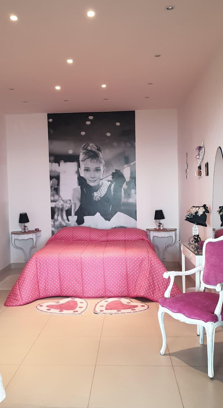 Villa Elvira Hollywood room Houdry Hepburn