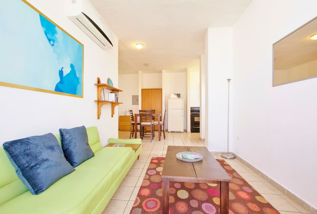 n this apartment you are in the heart of downtown. Right outside of your door are the best restaurants and attractions.